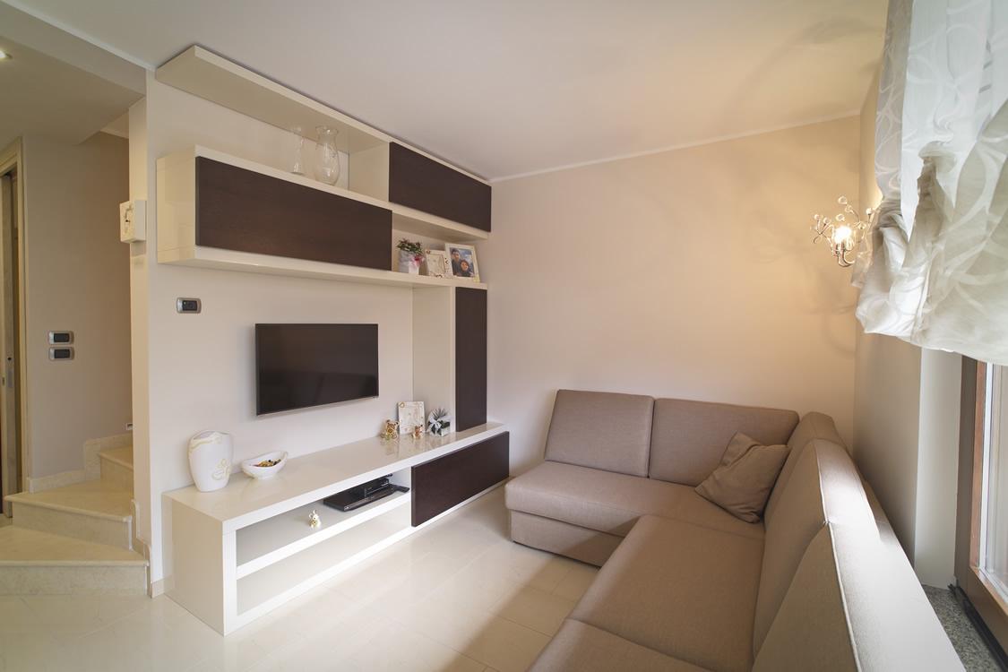 Mobile sala in legno su misura
