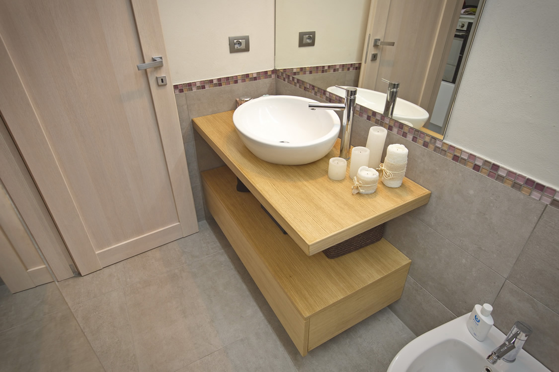 mobile del bagno in legno su misura