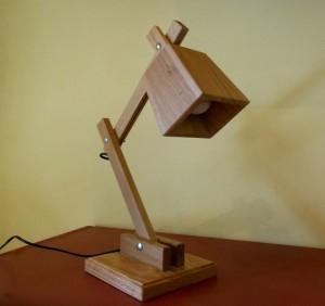 Lampada artigianale da tavolo in rovere
