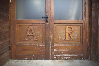portone in legno di AR falegnameria