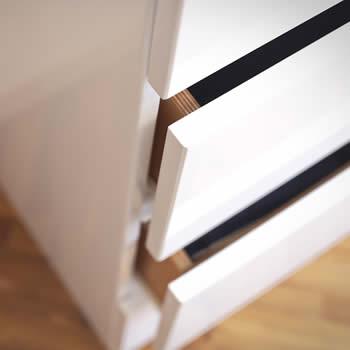 realizzazione dei mobili su misura, dettaglio cassetto