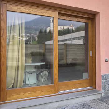 porta finestra in legno su misura