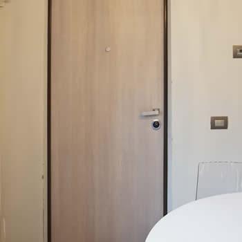 realizzazione porte in legno su misura